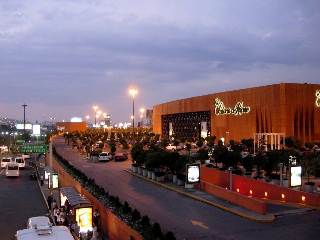 Plaza-Satélite